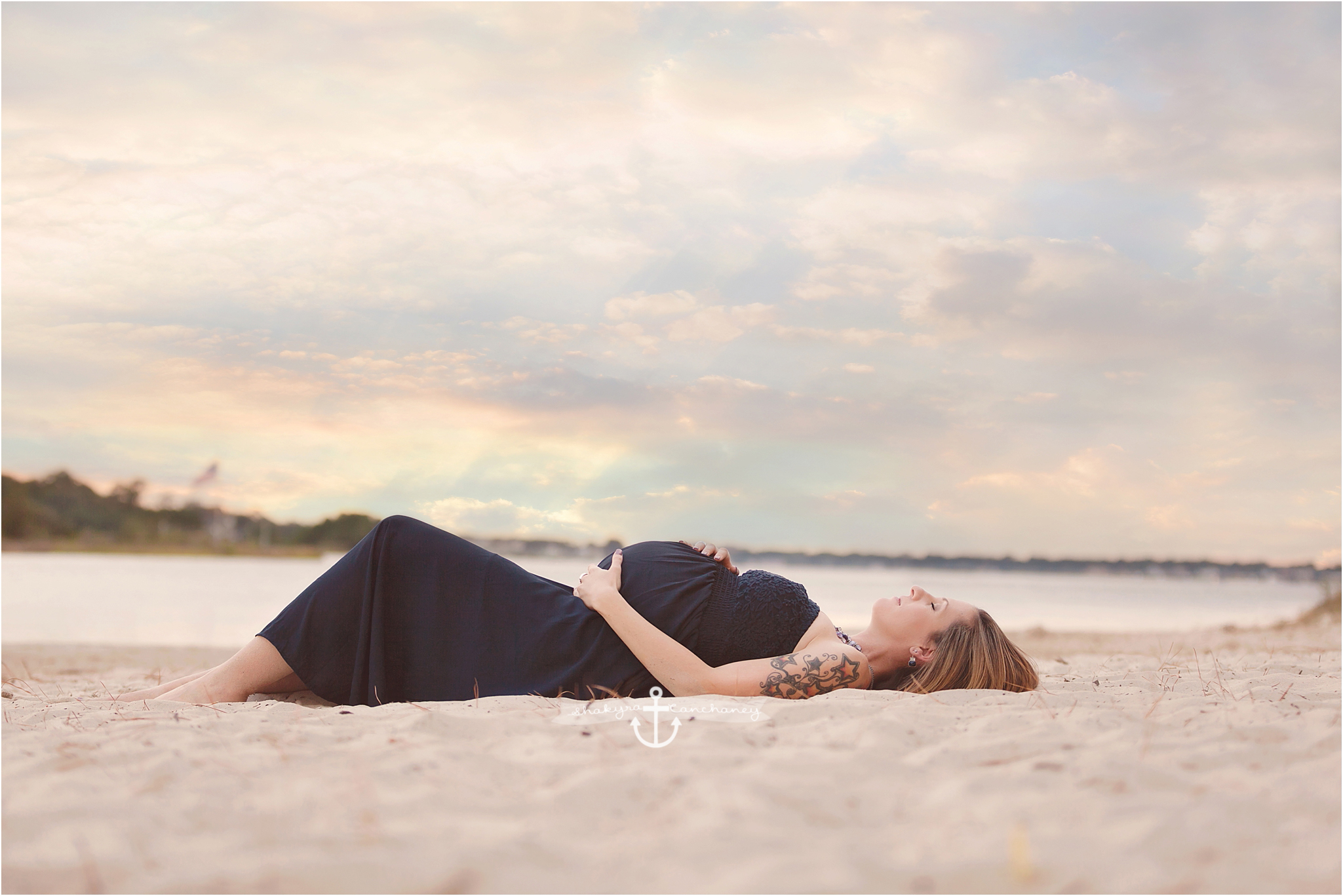 Maternity photography Hampton Roads Virginia Beach Photographer www.shakyracanchaney.com